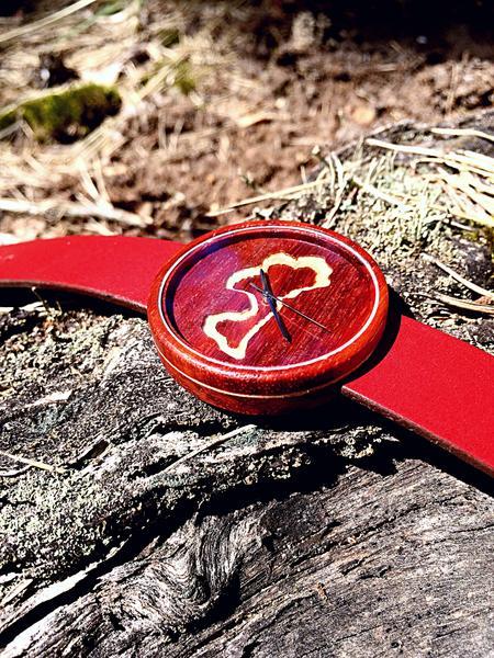 latvijai 100 koka rokas pulkstenis