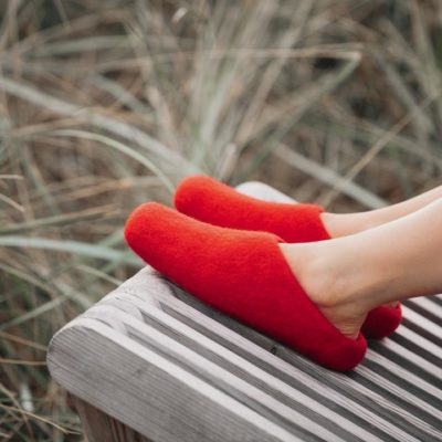 red wool slippers woolig