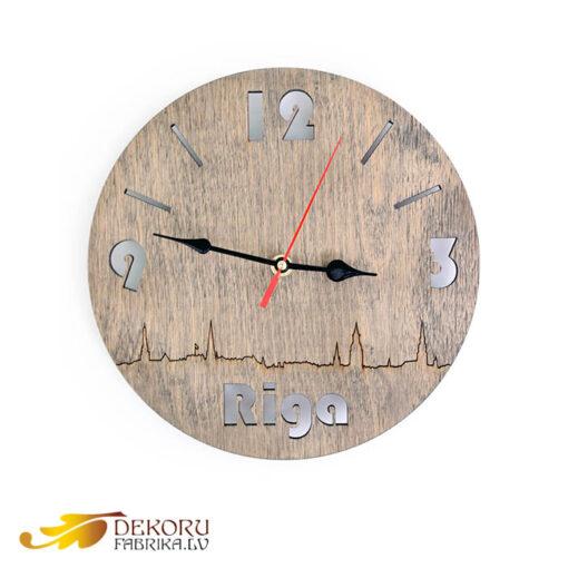 koka sienas pulkstenis riga